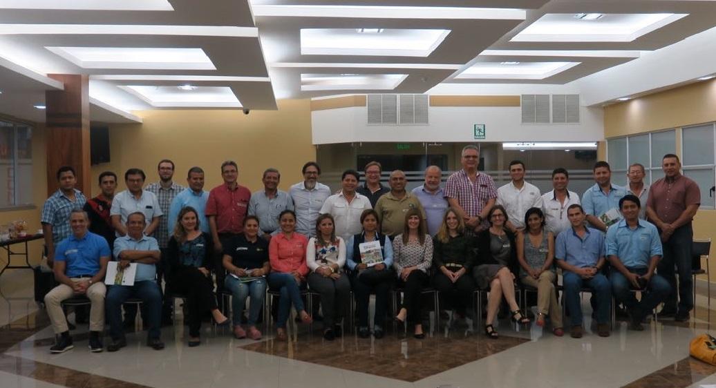 Haciendas bananeras de Costa Rica y Ecuador intercambian conocimientos en la producción de banano sostenible